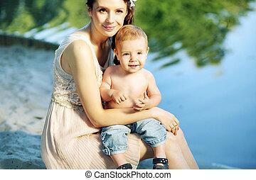 dela, abraçando, mãe, bebê, retrato, agradável