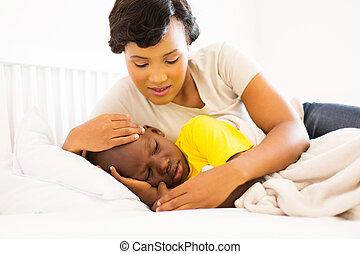 dela, africano, mãe, filho, doente, abraçar