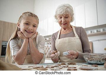 dela, cozinhar, despreocupado, vó, criança, desfrutando
