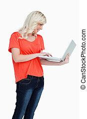 dela, ficar, laptop, vertical, enquanto, touchpad, usando, ...