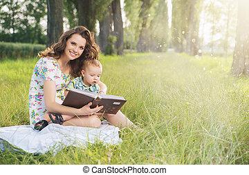 dela, gastando, tempo, charming, sobressalente, mãe, filho
