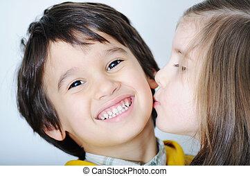 dela, irmão, beijando, menina, toddler, adorável