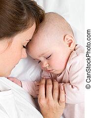 dela, jovem, junto, dormir, mãe, bebê