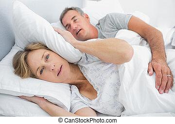 dela, marido, bloqueando, esposa, barulho, roncar, irritada,...