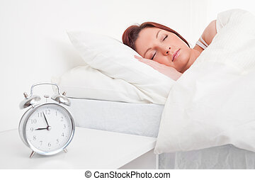 dela, vermelho-haired, cama, dormir, atraente, femininas