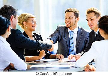 delen, frappant, na, twee, zakenlieden, voornaam, ...