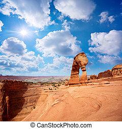 Delicate Arch landscape, Arches National Park, Utah, US
