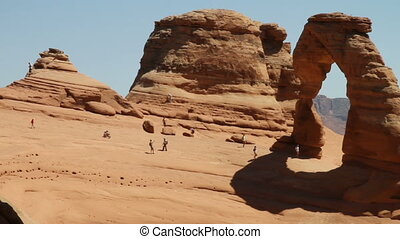 Delicate arch pan with tourists