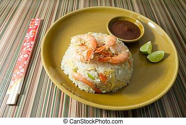 delicioso, camarón, arroz frito, con, salsa de tomate