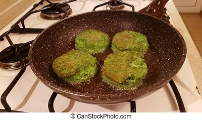 Delicious broccoli cutlets - Juicy appetizing cutlets from...