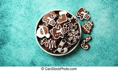 Delicious fresh Christmas decorated gingerbread cookies ...