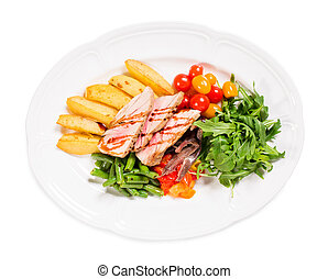 Delicious grilled tuna salad with vegetables.