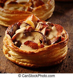 Delicious individual mushroom pie - Delicious gourmet...