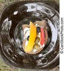 Delicious vegetable sandwich frog