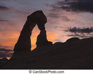 delikatny obłąk, zachód słońca, na, wysklepia narodowy park