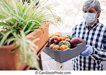 delivering, питание, карантин, в течение, доброволец, covid, коробка, 19