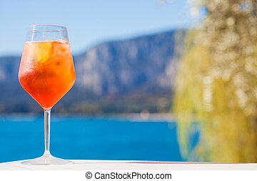 delizioso, cocktail, di, soleggiato, garda, sfocato, vetro, lago, fondo, spritz, aperol