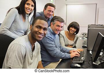 deltagare, dator, lärare, sittande