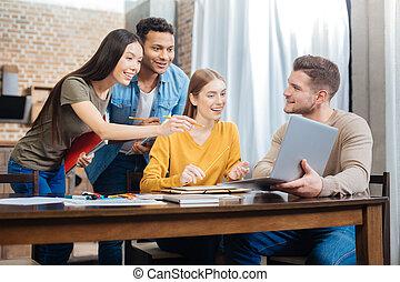 deltagare, laptop, spänd, se, existens, avskärma, snopen