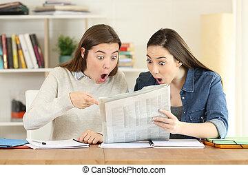 deltagare, tidning, läsning, två, förvåna