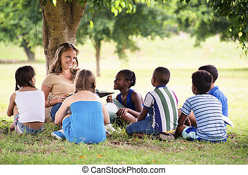 deltagare, unga barn, utbildning, bok, läsning, lärare