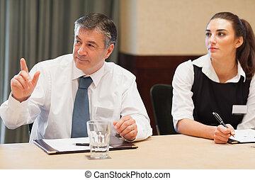 demander, réunion, question, homme affaires