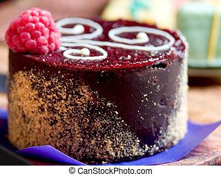Demi Cake Cupcake - Demi-Cake with Rasberry