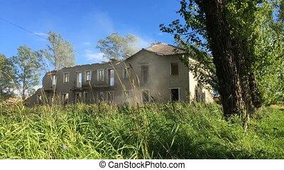 Demolition old house timelapse