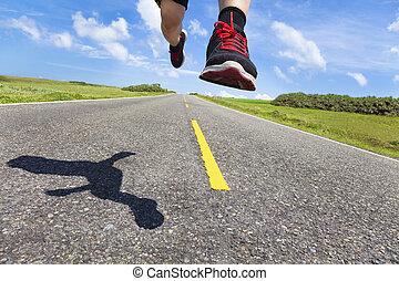 den, ben, och, skor, av, gångmatta, i aktion, vägen