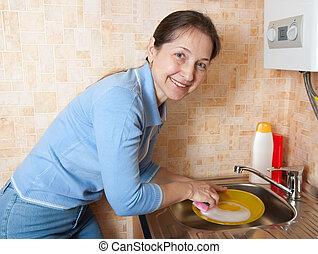 den, kvinde, vaske, vare, på, køkken