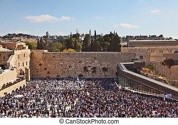den, mest, glad, helgdag, av, den, judisk, folk, -, sukkot., den, västern vägg, av, den, jerusalem, temple., den, område, för, den, är, fyllt, uppe, av, folk, i tid, av, a, morgon, bön