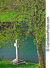 denkmal, kreuz, auf, der, riverbank, an, historisch,...