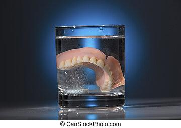 dentadura, vidro água