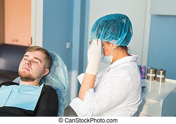 dentale zorg, concept., dentaal, inspectie, is, wezen, gegeven, om te, mooi, man, omringde, door, tandarts