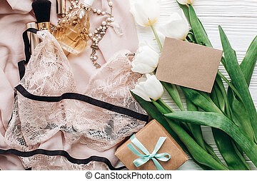 dentelle, girl, essentiel, rustique, bijouterie, tulipes, day., arrière-plan., présent, blanc, vacances, vide, heureux, plat, poser, carte, tissu, salutation, parfum, lingerie, womens, doux