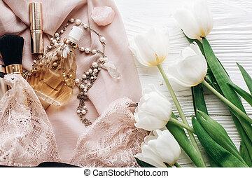 dentelle, holiday., girl, essentiel, bijouterie, tulipes, rustique, arrière-plan., blanc, heureux, plat, femme, poser, jour mariage, tissu, invitation., parfum, boho, lingerie, doux, ou