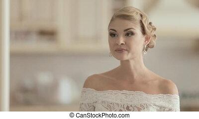 dentelle, jeune, mariée, rire, mariage, maison, robe