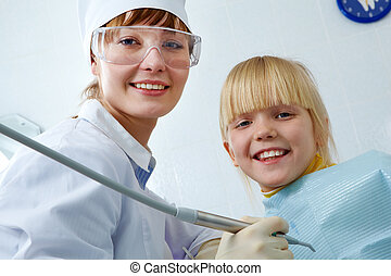 Dentist and girl - Portrait of female dentist and little...
