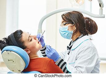 dentiste, travail, femelle asiatique, docteur