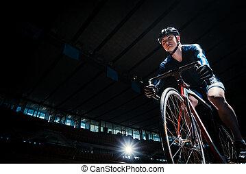 dentro, ciclista