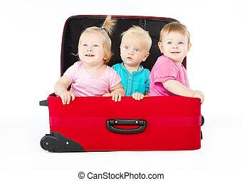 dentro, seduta, bambini, rosso, valigia