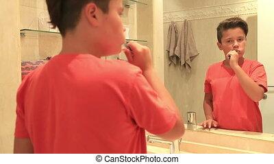dents, adolescent, brossage, garçon