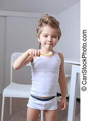 dents, garçon, brosse dents, jeux, matin, nettoie, sien