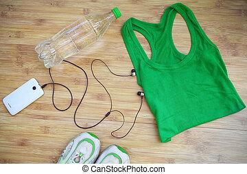 deporte, equipment., zapatillas, y, agua, en, de madera, plano de fondo