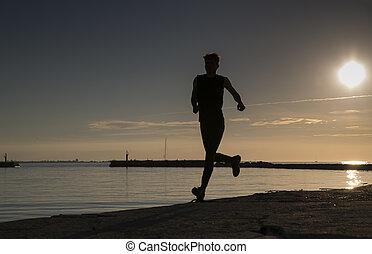 deportista, corra, por, el, playa arenosa, tarde