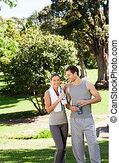 deportivo, amantes, en el parque