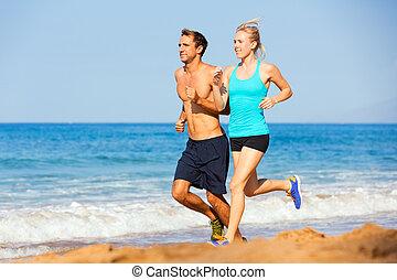 deportivo, pareja, jogging, juntos, en la playa