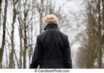depresso, o, donna triste, camminare, in, inverno