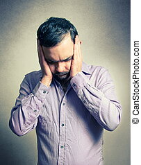 depresso, pensieroso, uomo barbuto