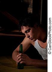 deprimido, cerveja, jovem, garrafa, homem